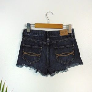 ABERCROMBIE & FITCH Mid Rise Cut Off Shorts
